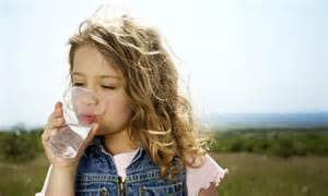 Filtering & purifying water for children to drink